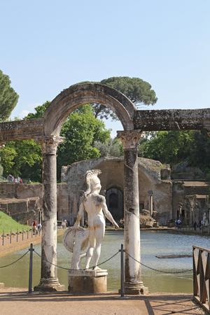 hadrian: Tivoli, Italia - 21 de abril 2014 Canopus de Adriano - El Adriano