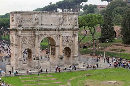 constantin: ROMA, ITALY - 01 OCTOBER 2017: Arch of Constantine, Rome.