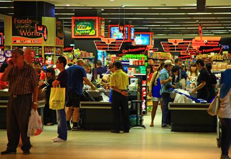 KUALA LUMPUR, MALAYSIA - 21 JANUARY, 2014: Supermarket customers paying their shopping to cashiers. Editöryel