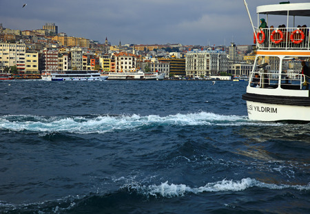 ISTANBUL, TURKEY - 03 NOVEMBER, 2013: View of the Golden Horn, Istanbul. Turkey. 新聞圖片