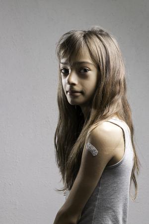 Portretmeisje met pleister Stockfoto