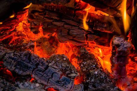 Warm embers and coals in a roaring campfire Standard-Bild