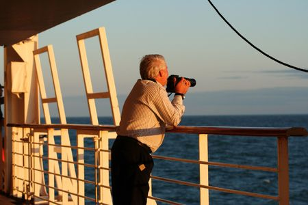 photographing the sunset by sea 版權商用圖片