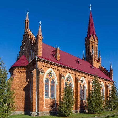 religion catolica: Iglesia Cat�lica en estilo neog�tico en Stolovichi Stolowiczy Bielorrusia. Foto de archivo