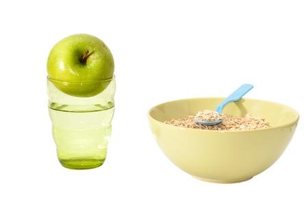 appel water: Havermout, appel, water op de witte Stockfoto