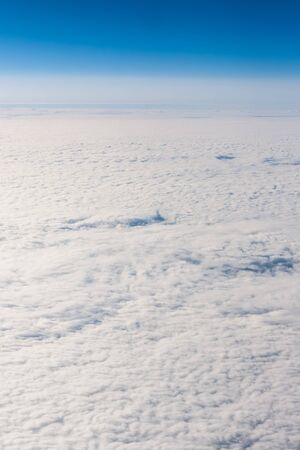 ciel avec nuages: An image of a flight over the clouds