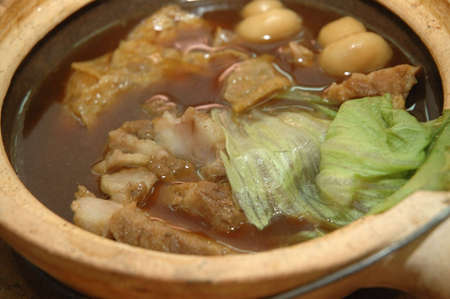 teh: traditional chinese asian foodclay pot bak kut teh Stock Photo