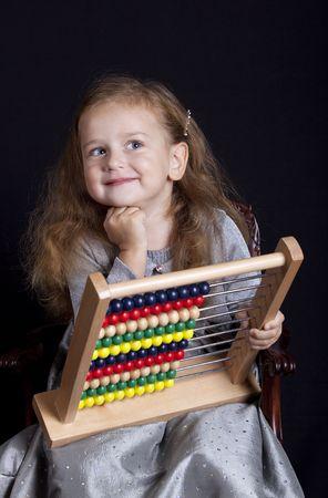 Jonge mooie meisje met abacus, studio opname Stockfoto