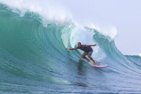 波をサーフィン 写真素材