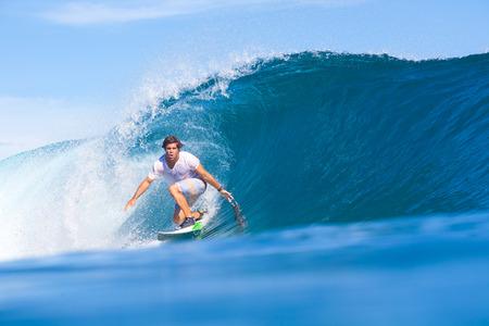 波をサーフィンします。インド洋。 写真素材