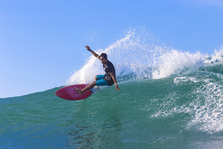 Surfer on Amazing Blue Wave, Bali island. Standard-Bild