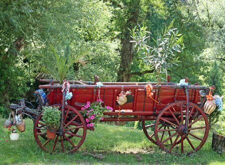 old wood farm wagon: Old horse car