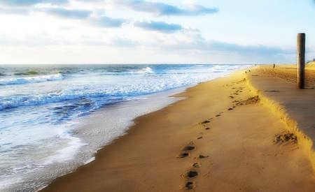 Ocean/shoreline with footprints in the sand Reklamní fotografie - 5186597