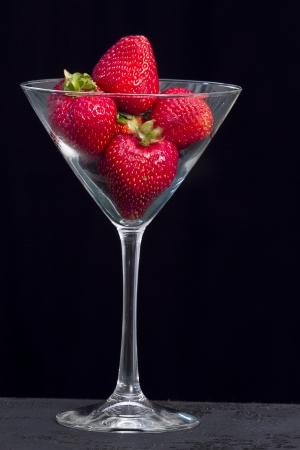 샴페인 글래스에 딸기