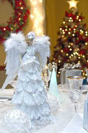 Charming and elegant Christmas Table setting for dinner party on Christmas Eve  Imagens