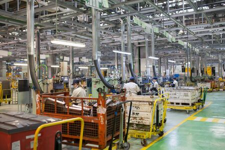 Izhevsk, Rusia - 15 de diciembre de 2018: Producción de línea de montaje del nuevo coche LADA en la fábrica de automóviles AVTOVAZ el 15 de diciembre de 2018 en Izhevsk.