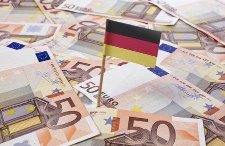 Drapeau de l'Allemagne coller en billets de banque européens. (Série) Banque d'images - 35446688