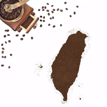 kibble: Coffee powder in the shape of Taiwan and a decorative coffee mill.(series)