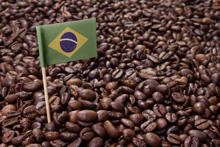 Flag of Brazil sticking in roasted coffee beans.(series) Banque d'images