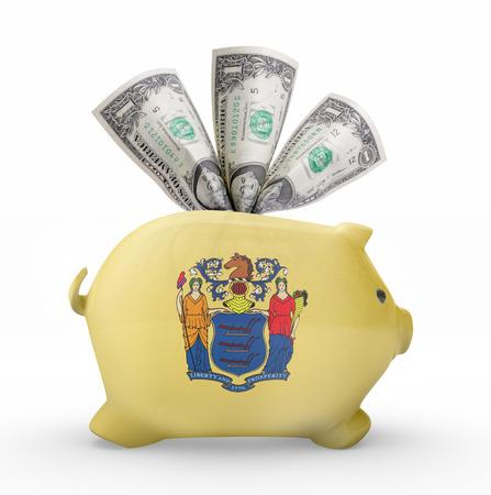 Vue latérale d'une tirelire avec la conception du drapeau du New Jersey. (Série) Banque d'images - 42051222