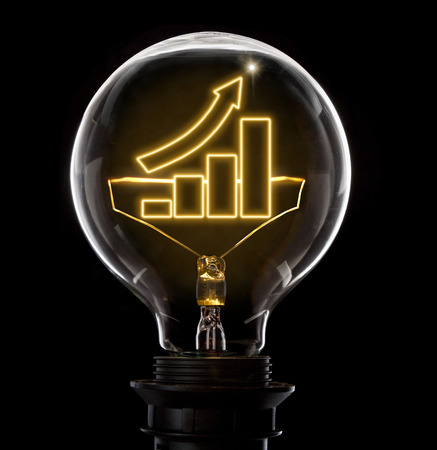 Clean and shiny lightbulb with a growing bar chart as a glowing wire.(series) Banque d'images