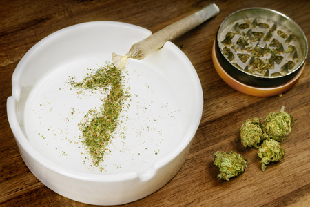 Crumbled weed in the shape of Somalia and a joint. Banco de Imagens