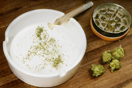 Crumbled weed in the shape of Philippines and a joint. Banco de Imagens