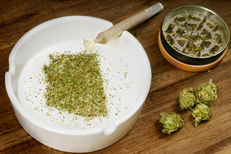 Crumbled weed in the shape of Arizona and a joint. Banco de Imagens