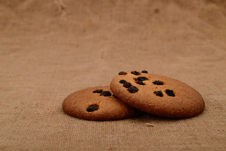 Cookies made of oatmeal on sackcloth Imagens