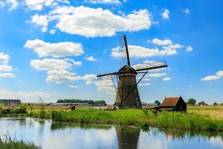 Old windmills on dutch landscape, Kinderdijk is a village in the municipality of Molenlanden, in the province of South Holland, Netherlands Standard-Bild