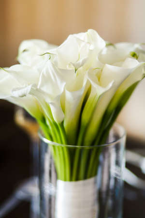 callas: Wedding bouquet with white callas in the vase