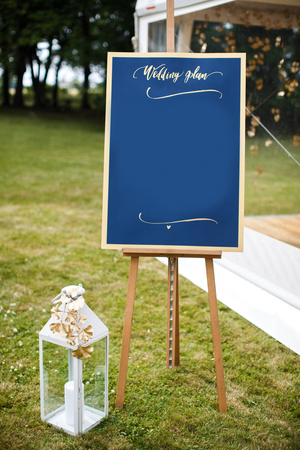 Beautiful elegant stylish wedding guest table list. Imagens