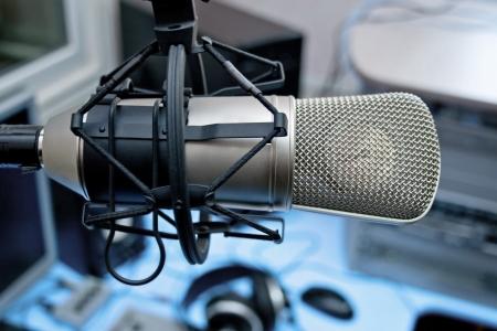 radio microphone: Micr�fono en la difusi�n de estudios Foto de archivo