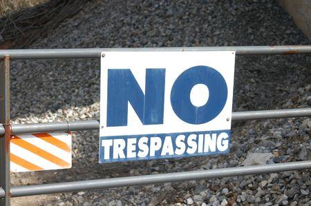 no trespassing: Un azul no la invasi�n a firmar un metal valla post