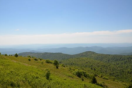 Mountain trail at Black Balsam Bald with a view of the Blue Ridge 版權商用圖片