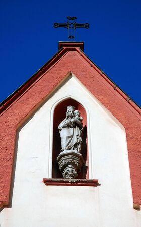 cross recess: statue