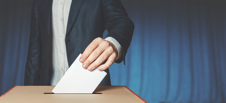 Man Voiter Putting Ballot Into Voting box. Democracy Freedom Concept Archivio Fotografico