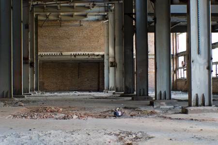 Ruinen einer sehr stark verschmutzten industrielle Fabrik, wurde der Ort als eine der am stärksten verschmutzten Städte in Europa bekannt. Standard-Bild - 8236472
