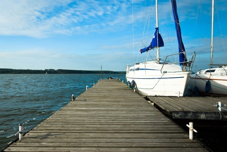 Yachten auf einen Anker im Hafen, Boote Serie