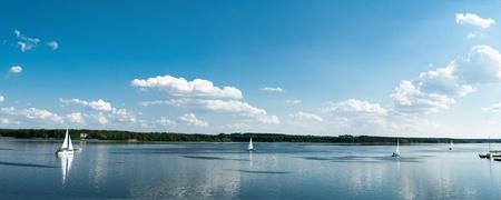lagos: yates en un ancla en el puerto, los barcos serie Foto de archivo