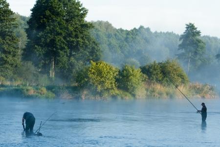 Fischen, Angeln in einem See, Natur-Serie Editorial