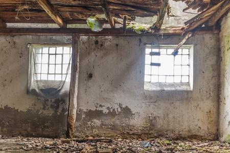 pared rota: ruinas de una fábrica muy fuertemente contaminado industrial lugar, era conocido como una de las ciudades más contaminadas de Europa