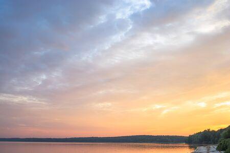 naranja arbol: cielo azul, las nubes naturales, serie de la naturaleza Foto de archivo