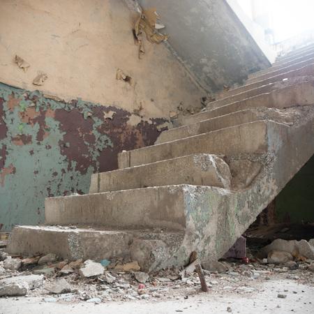 ruines d'une usine industrielle très fortement polluée, série industrielle