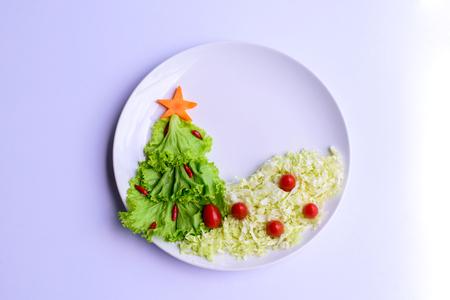 Christmas tree made of lettuce on a white dish 版權商用圖片