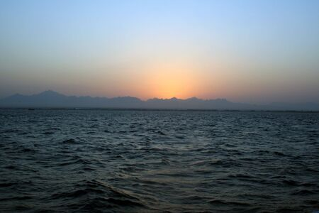 ondulation: Mer baisse. La mer Rouge, en Egypte