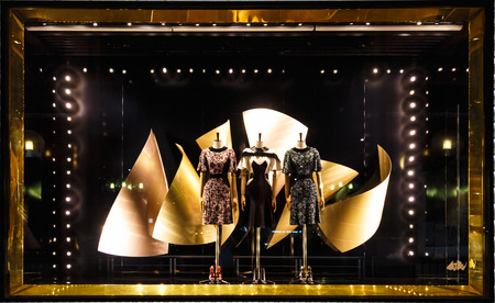Boutique mannequin display window 에디토리얼