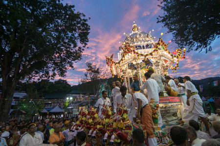GEORGETOWN, PENANG/MALAYSIA ?€? CIRCA FEB 2017: Evening hour of silver chariot with devotees during Thaipusam. 報道画像