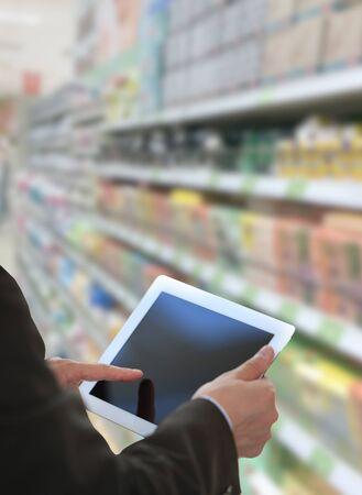 ref: Empresario control de inventario en el mercado de Tablet PC