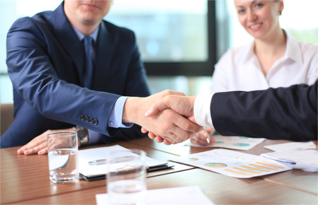 Business people shaking hands, finishing up a meeting 스톡 콘텐츠